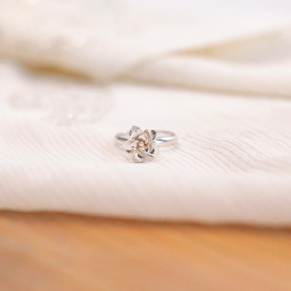 Amaryllis flower ring