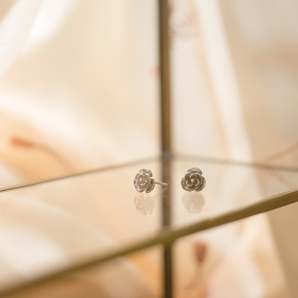 Rose earstuds (Design 2)